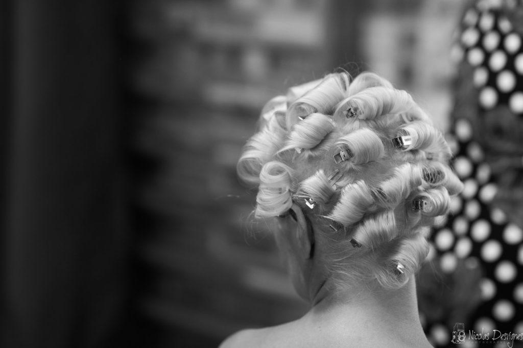détail coiffure mariage rétro vintage pinup
